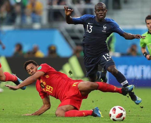 epa06878790 Moussa Dembele (L) of Belgium and Ngolo Kante of France in action during the FIFA World Cup 2018 semi final soccer match between France and Belgium in St.Petersburg, Russia, 10 July 2018.