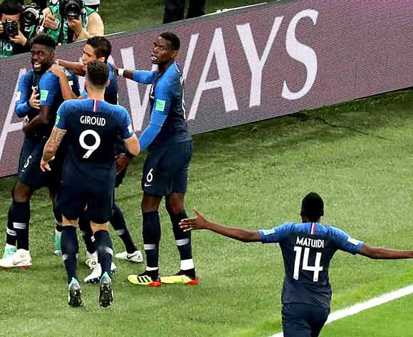 epa06878941 Samuel Umtiti of France (L) celebrates with teammates scoring the 1-0 lead during the FIFA World Cup 2018 semi final soccer match between France and Belgium in St.Petersburg, Russia, 10 July 2018.