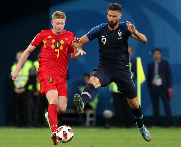 epa06879043 Olivier Giroud (R) of France and Kevin De Bruyne of Belgium in action during the FIFA World Cup 2018 semi final soccer match between France and Belgium in St.Petersburg, Russia, 10 July 2018.