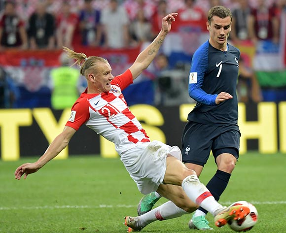 epa06891125 Domagoj Vida (L) of Croatia and Antoine Griezmann of France in action during the FIFA World Cup 2018 final between France and Croatia in Moscow, Russia, 15 July 2018.