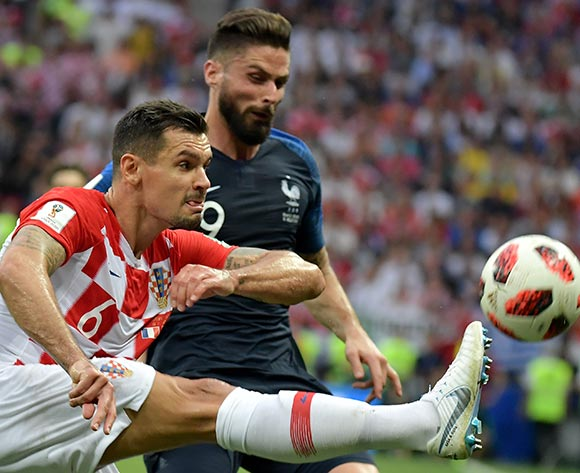 epa06891130 Dejan Lovren (L) of Croatia and Olivier Giroud of France in action during the FIFA World Cup 2018 final between France and Croatia in Moscow, Russia, 15 July 2018.