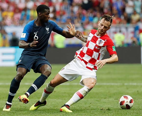 epa06891169 Ivan Rakitic (R) of Croatia and Paul Pogba of France in action during the FIFA World Cup 2018 final between France and Croatia in Moscow, Russia, 15 July 2018.