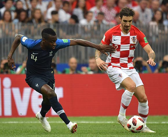 epa06891235 Blaise Matuidi (L) of France and Sime Vrsaljko of Croatia in action during the FIFA World Cup 2018 final between France and Croatia in Moscow, Russia, 15 July 2018.