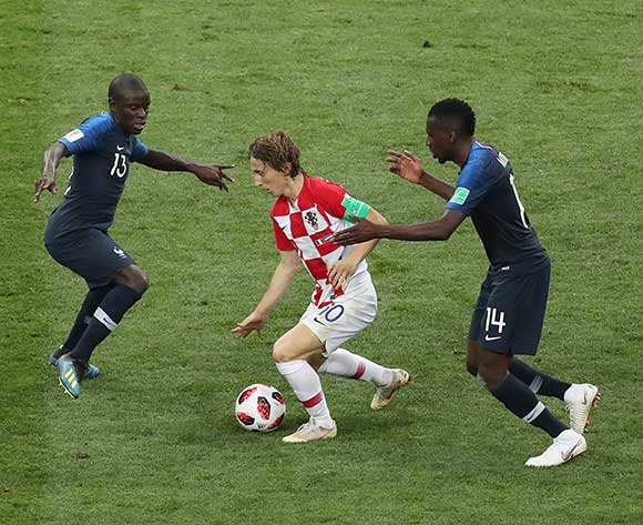 epa06891360 Luka Modric (C) of Croatia vies for the ball with Ngolo Kante (L) and Blaise Matuidi of France during the FIFA World Cup 2018 final between France and Croatia in Moscow, Russia, 15 July 2018.