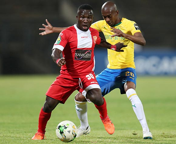 Mandela Ocansey of Horoya challenged by Anele Ngcongca of Mamelodi Sundowns during the 2018 CAF Champions League match between Mamelodi Sundowns and Horoya at the Lucas Moripe Stadium, Atteridgeville on 28 August 2018 ©Muzi Ntombela/BackpagePix