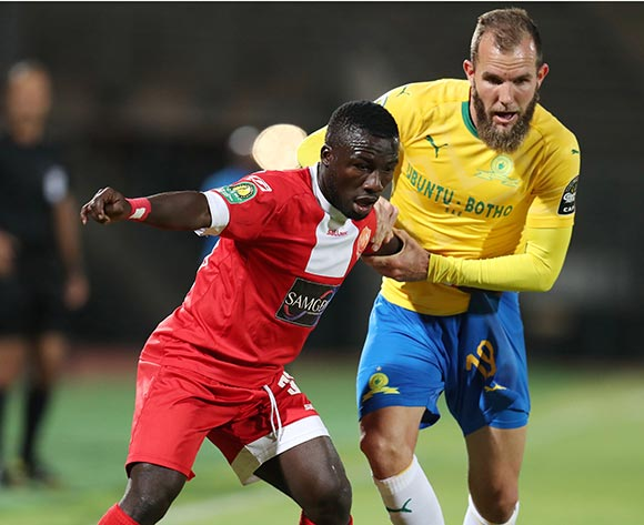 Mandela Ocansey of Horoya challenged by Jeremy Brockie of Mamelodi Sundowns during the 2018 CAF Champions League match between Mamelodi Sundowns and Horoya at the Lucas Moripe Stadium, Atteridgeville on 28 August 2018 ©Muzi Ntombela/BackpagePix