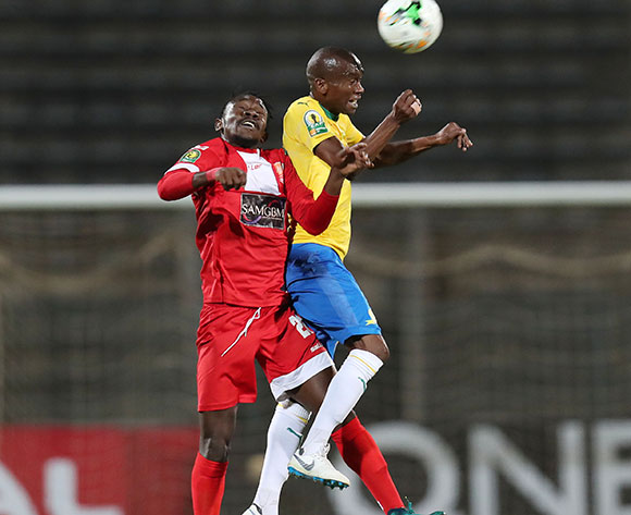 Anele Ngcongca of Mamelodi Sundowns challenged by Mohamed Amadou Djibo of Horoya during the 2018 CAF Champions League match between Mamelodi Sundowns and Horoya at the Lucas Moripe Stadium, Atteridgeville on 28 August 2018 ©Muzi Ntombela/BackpagePix