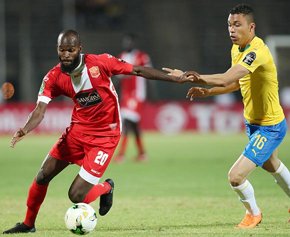 BolajiSakin of Horoya challenged by Ricardo Nascimento of Mamelodi Sundowns  during the 2018 CAF Champions League match between Mamelodi Sundowns and Horoya at the Lucas Moripe Stadium, Atteridgeville on 28 August 2018 ©Muzi Ntombela/BackpagePix