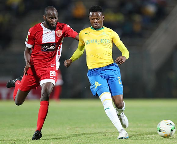 Motjeka Madisa of Mamelodi Sundowns challenged by BolajiSakin of Horoya during the 2018 CAF Champions League match between Mamelodi Sundowns and Horoya at the Lucas Moripe Stadium, Atteridgeville on 28 August 2018 ©Muzi Ntombela/BackpagePix