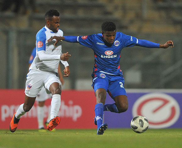Teboho Mokoena of Supersport United is challenged by Jabulani Shongwe of Chippa United  during the Absa Premiership match between Supersport United and Chippa United on the 29 August 2018 at Lucas Moripe Stadium/ Pic Sydney Mahlangu/BackpagePix