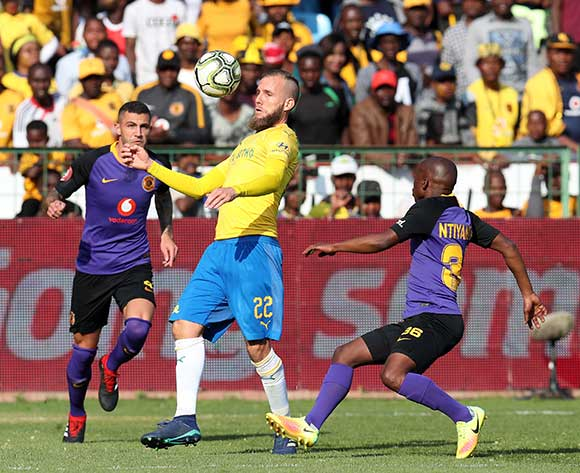 Jeremy Brockie of Mamelodi Sundowns challenged by Daniel Cardoso and Siphosakhe Ntiya Ntiya of Kaizer Chiefs during the Absa Premiership 2018/19 match between Mamelodi Sundowns and Kaizer Chiefs at the Loftus Versveld Stadium, Pretoria on 04 August 2018 ©Muzi Ntombela/BackpagePix