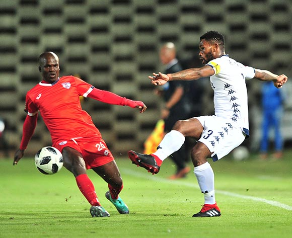 Thulani Hlatshwayo of Bidvest Wits challenged by Goodman Dlamini of Free State Stars during the Absa Premiership 2018/19 match between Bidvest Wits and Free State Stars at Bidvest Stadium, Johannesburg on 04 August 2018 ©Samuel Shivambu/BackpagePix