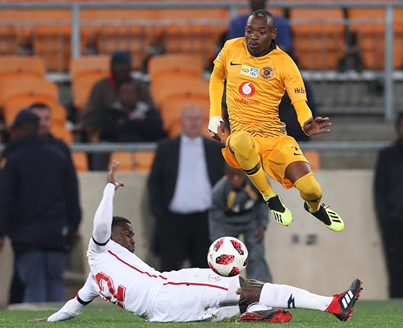Khama Billiat of Kaizer Chiefs evades tackle from Bangali Keita of Free State Stars during the 2018 MTN8 football match between Kaizer Chiefs and Free State Stars at Soccer City, Johannesburg on 11 August 2018 ©Gavin Barker/BackpagePix
