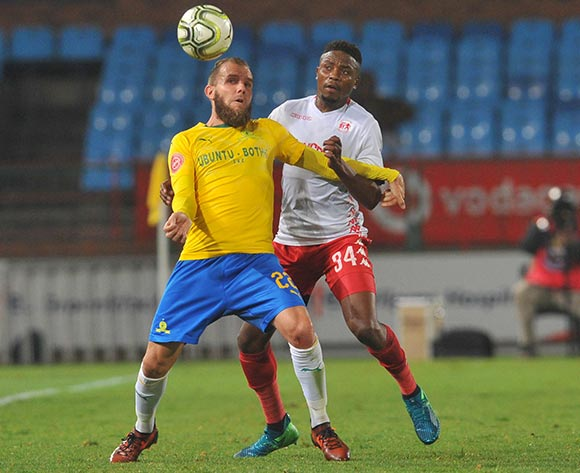 Sello Motsepe of Highlands Park challenges Jeremy Brockie of Mamelodi Sundowns during the Absa Premiership match between Mamelodi Sundowns and Highlands Park on the 22 August 2018 at Loftus Versfeld Stadium / Pic Sydney Mahlangu/BackpagePix