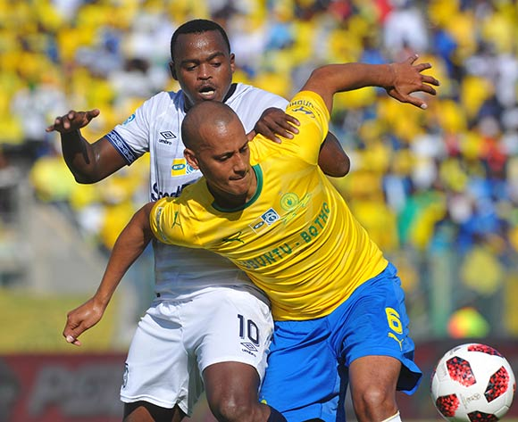 Ayanda Patosi of Cape Town City challenges Wayne Arendse of Mamelodi Sundowns during the MTN8 Semi Final 2nd Leg match between Mamelodi Sundowns and Cape Town City on the 02 September 2018 at Lucas Moripe Stadium / Pic Sydney Mahlangu/BackpagePix