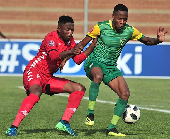 Sello Motsepe Highlands Park challenged by Sibusiso Sibeko of Golden Arrows during the Absa Premiership 2018/19 match between Highlands Park and Golden Arrows at Makhulong Stadium, Johannesburg on 16 September 2018 ©Samuel Shivambu/BackpagePix