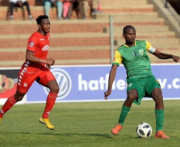 Nkanyiso Mngwengwe of Golden Arrows challenged by Petros Ngebo of Highlands Park during the Absa Premiership 2018/19 match between Highlands Park and Golden Arrows at Makhulong Stadium, Johannesburg on 16 September 2018 ©Samuel Shivambu/BackpagePix