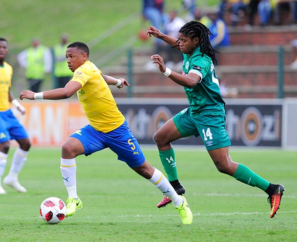 Siyethemba Sithebe of AmaZulu FC chases Andile Jali of Mamelodi Sundowns FC during the Absa Premiership 2018/19 game between AmaZulu and Mamelodi Sundowns at King  Zwelentini Stadium on 15 September 2018 © Gerhard Duraan/BackpagePix