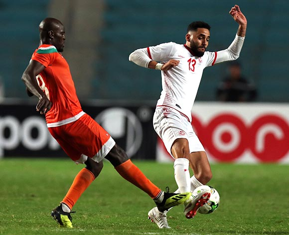 epa07092461 Tunisian player Moustapha Mohamed  (R) and Niger player  Fakhreddine Ben youssef  (L) fight for the ball during 2019 Africa Cup of Nations qualifier match between Tunisia and Niger at the Olympic Stadium of Rades in Tunis, Tunisia, 13 October 2018.  EPA/MOHAMED MESSARA