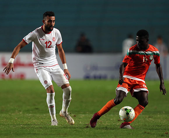 epa07092474 Tunisian player Ghaylan Chaalali (L) and Niger player  Mohame el Fazaz Ali Mohamed  (R) fight for the ball during 2019 Africa Cup of Nations qualifier match between Tunisia and Niger at the Olympic Stadium of Rades in Tunis, Tunisia, 13 October 2018.  EPA/MOHAMED MESSARA This image is intended for Editorial use (e.g. news articles). Any commercial use (e.g. ad campaigns) requires additional clearance. Contact: photo@backpagemedia.co.za for more information