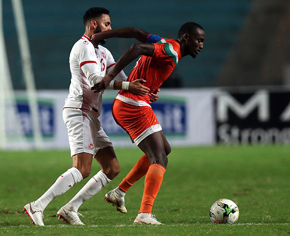 epa07092475 Tunisian player   Moustapha Mohamed  (L) and Niger player  Fakhreddine Ben youssef  (R) fight for the ball during 2019 Africa Cup of Nations qualifier match between Tunisia and Niger at the Olympic Stadium of Rades in Tunis, Tunisia, 13 October 2018.  EPA/MOHAMED MESSARA This image is intended for Editorial use (e.g. news articles). Any commercial use (e.g. ad campaigns) requires additional clearance. Contact: photo@backpagemedia.co.za for more information