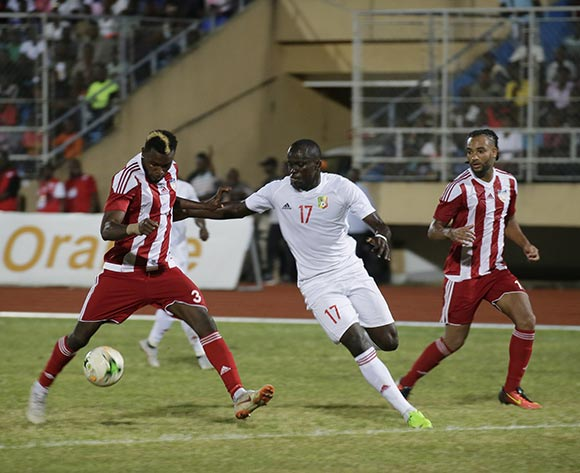 epa07098563 Liberian player Teah Dennis (L) fights for the ball against Congolese player Kivutuka Cabney (C) during the Liberia vs Congo Brazzaville AfCON 2019 qualifier match at the Samuel Kanyon Doe Sports Complex in Paynesville, outside Monrovia, Liberia, 16 October 2018.  EPA/AHMED JALLAMZO