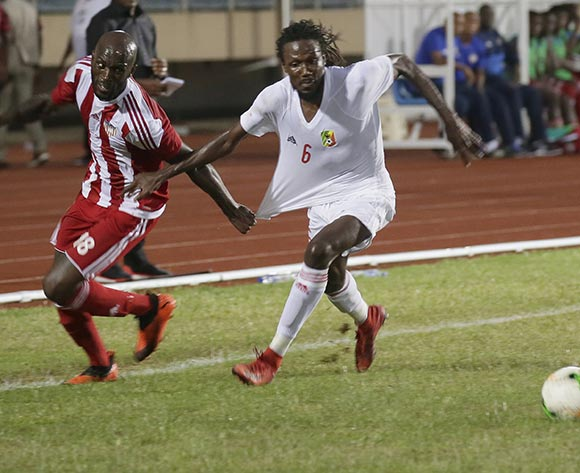 epa07098581 Liberian player Anthony Lanfor (L) and Magnokele Dimih (R) of Congo  in action during Liberia vs Congo Brazzaville AfCON 2019 qualifier at the Samuel Kanyon Doe Sports Complex in Paynesville, outside Monrovia, Liberia, 16 October 2018.  EPA/AHMED JALLAMZO