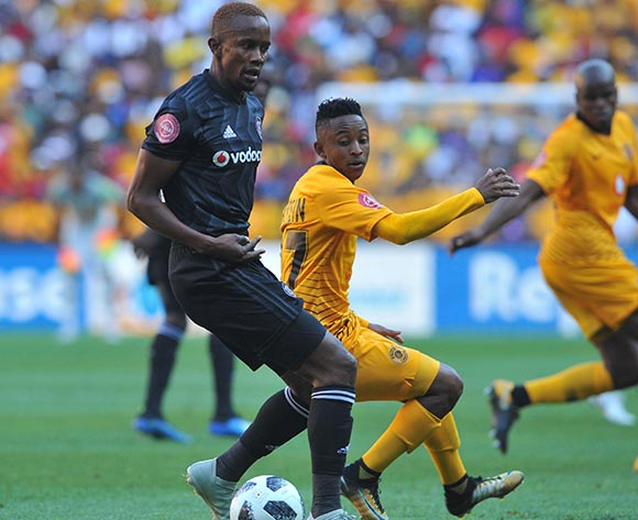 Linda Mntambo of Orlando Pirates is challenges Hendrick Ekstein of Kaizer Chiefs  during the Absa Premiership match between Orlando Pirates and Kaizer Chiefs on the 27 October 2018 at FNB Stadium, Soweto  / Pic Sydney Mahlangu/BackpagePix