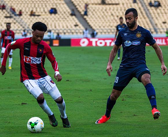 Salomao Manuel Troco of Club Desportivo 1 de Agosto takes on Taha Yassine Khnissi of Esperance during the 2018 CAF Champions League game between Club Desportivo 1 de Agosto and Esperance at 11 November Stadium in Angola on 2 October 2018 © Osmar Edgar/BackpagePix
