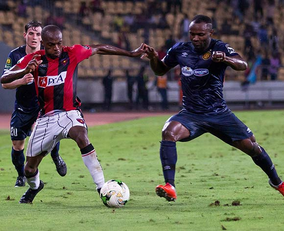 Hermenegildo Da Costa Paulo Bartolomeu of Club Desportivo 1 de Agosto takes on Franck Kom of Esperance  during the 2018 CAF Champions League game between Club Desportivo 1 de Agosto and Esperance at 11 November Stadium in Angola on 2 October 2018 © Osmar Edgar/BackpagePix
