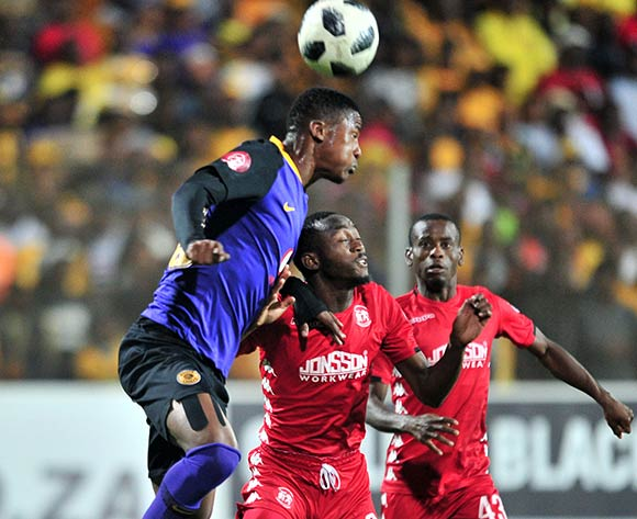 Peter Shalulile of Highlands Park challenged by Siyabonga Ngezana of Kaizer Chiefs during the Absa Premiership 2018/19 match between Highlands Park and Kaizer Chiefs at Makhulong Stadium, Johannesburg on 02 October 2018 ©Samuel Shivambu/BackpagePix