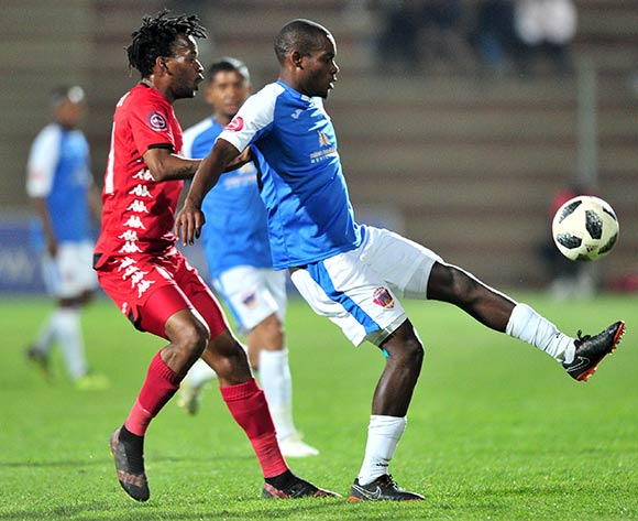Tercious Malepe of Chippa United challenged by Luckyboy Mokoena of Highlands Park during the Absa Premiership 2018/19 match between Highlands Park and Chippa United at Makhulong Stadium, Johannesburg on 06 October 2018 ©Samuel Shivambu/BackpagePix