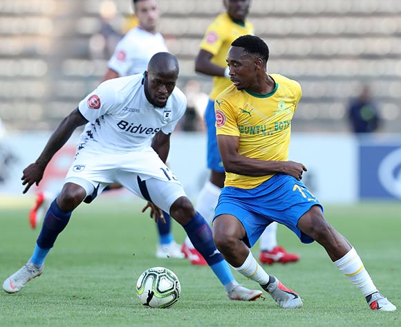 Sibusiso Vilakazi of Mamelodi Sundowns challenged by Sifiso Hlanti of Bidvest Wits  during the Absa Premiership 2018/19 match between Mamelodi Sundowns and Bidvest Wits at Lucas Moripe Stadium, Atteridgeville on 07 October 2018  ©Muzi Ntombela/BackpagePix
