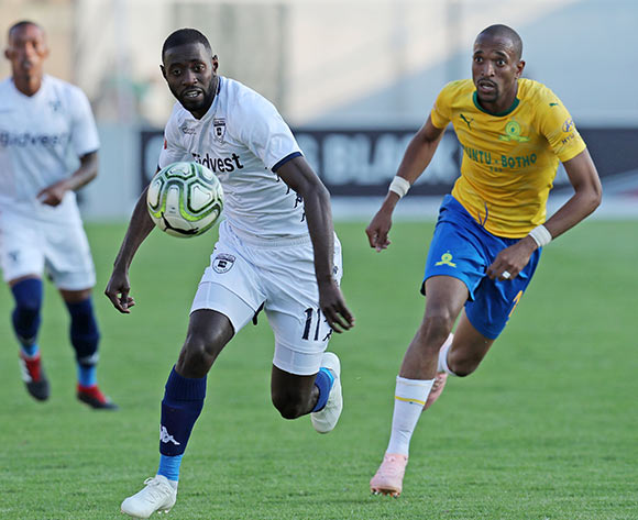 Deon Hotto of Bidvest Wits challenged by Tiyani Mabunda of Mamelodi Sundowns during the Absa Premiership 2018/19 match between Mamelodi Sundowns and Bidvest Wits at Lucas Moripe Stadium, Atteridgeville on 07 October 2018  ©Muzi Ntombela/BackpagePix