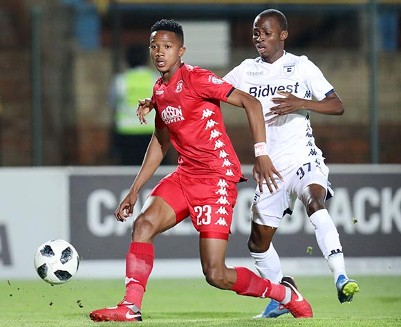 Sphiwe Msimango of Highlands Park challenged by Terrence Dzvukamanja of Bidvest Wits during the Absa Premiership 2018/19 match between Bidvest Wits and Highlands Park at the Bidvest Stadium, Johannesburg on 26 October 2018 ©Muzi Ntombela/BackpagePix