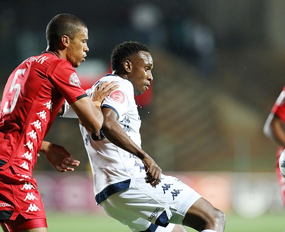 Mxolisi Macuphu of Bidvest Wits shields ball from Bevan Fransman of Highlands Park during the Absa Premiership 2018/19 match between Bidvest Wits and Highlands Park at the Bidvest Stadium, Johannesburg on 26 October 2018 ©Muzi Ntombela/BackpagePix