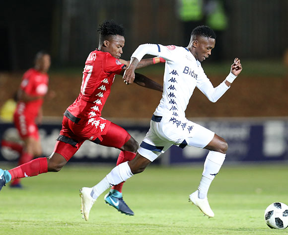 Thabang Moerane of Bidvest Wits challenged by Thabo Motlafi of Highlands Park during the Absa Premiership 2018/19 match between Bidvest Wits and Highlands Park at the Bidvest Stadium, Johannesburg on 26 October 2018 ©Muzi Ntombela/BackpagePix