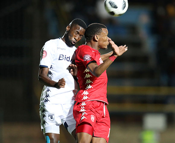 Mothobi Mvala of Highlands Park challenged by Buhle Mkhwanazi of Bidvest Wits  during the Absa Premiership 2018/19 match between Bidvest Wits and Highlands Park at the Bidvest Stadium, Johannesburg on 26 October 2018 ©Muzi Ntombela/BackpagePix