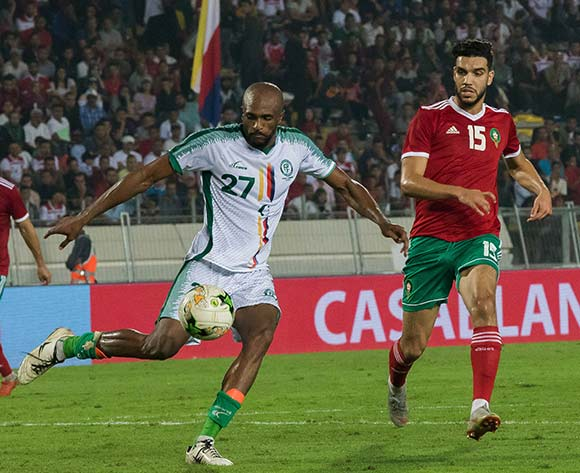 Nations morocco player (R) and  Comoros player (L) fight for the ball during the qualifiers for the African Cup of Nations morocco and Comoros at Mohamed V Stadium in Casablanca , Morocco, 13 October 2018.