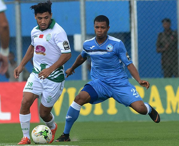 Abdullahi Hafidi of Raja against Ikoumen Udo of Enyimba during the 2018 CAF Confederation Cup match between Enyimba FC of Nigeria v Raja Club Athletic of Morocco on October 3rd 2018 at Enyimba International Stadium,Aba © Kabiru Abubakar/fotodezamora