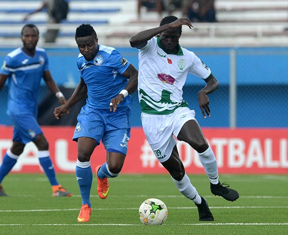 Stanley Dimgba of Enyimba against Baye Ibrahim Niasse of Raja during the 2018 CAF Confederation Cup match between Enyimba FC of Nigeria v Raja Club Athletic of Morocco on October 3rd 2018 at Enyimba International Stadium,Aba © Kabiru Abubakar/fotodezamora