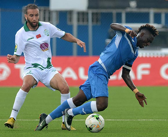 Andrew Abalogu of Enyimba evade tackle from Sakaria Hadraf of Raja during the 2018 CAF Confederation Cup match between Enyimba FC of Nigeria v Raja Club Athletic of Morocco on October 3rd 2018 at Enyimba International Stadium,Aba © Kabiru Abubakar/fotodezamora
