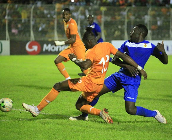 Wilfride Zaha of Ivory Coast (L) vies for the ball with Enza Ngam-Ngam ST Cyr (R) from Central African Republic during the African Cup of Nations CAN 2019 qualification football match between Ivory Coast and Central African Republic, at the Stade de la paix in Bouake on October 12, 2018.