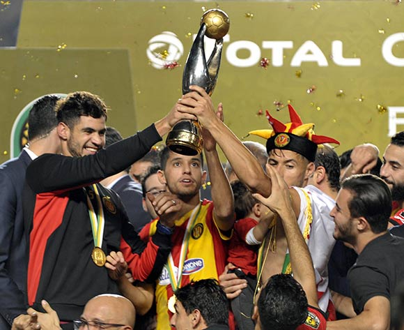 epa07154499 ES Tunis players celebrate winning the CAF Champions League final after the 2nd leg match between ES Tunis and Al Ahly at the Stade Olympique de Rades in Tunisia, Tunis 09 November 2018.  EPA/Lahbibi Salah