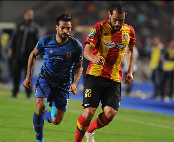 epa07154557 Sameh Derbali (R) of ES Tunis in action against Islam Mohareb (L) of Al Ahly SC during the CAF Champions League final 2nd leg match between ES Tunis and Al Ahly at the Stade Olympique de Rades, in Tunis, Tunisia 09 November 2018.  EPA/Lahbibi Salah