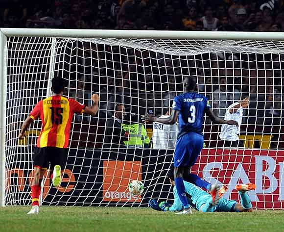 epa07154579 Al-Ahly's goalkeeper Mohamed El-Shenawy fails to save a goal during the CAF Champions League final 2nd leg match between ES Tunis and Al Ahly at the Stade Olympique de Rades in Tunis, Tunisia, 09 November 2018.  EPA/Lahbibi Salah