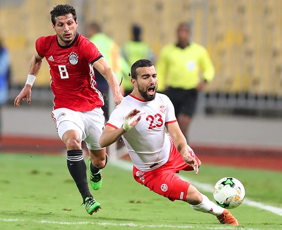 epa07170738 Tunisia's Naim Sliti (L) in action against Egypt's Tarek Hamed (R) during the Africa Cup of Nations (AFCON) 2019 qualifying soccer match between Egypt and Tunisia in Alexandria, Egypt, 16 November 2018.  EPA/KHALED ELFIQI