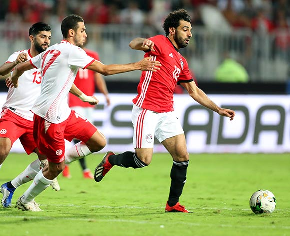 epa07171112 Egypt's Mohamed Salah (R) in action against Tunisia's Ellyes Skhiri (L) during the Africa Cup of Nations (AFCON) 2019 qualifying soccer match between Egypt and Tunisia in Alexandria, Egypt, 16 November 2018.  EPA/KHALED ELFIQI