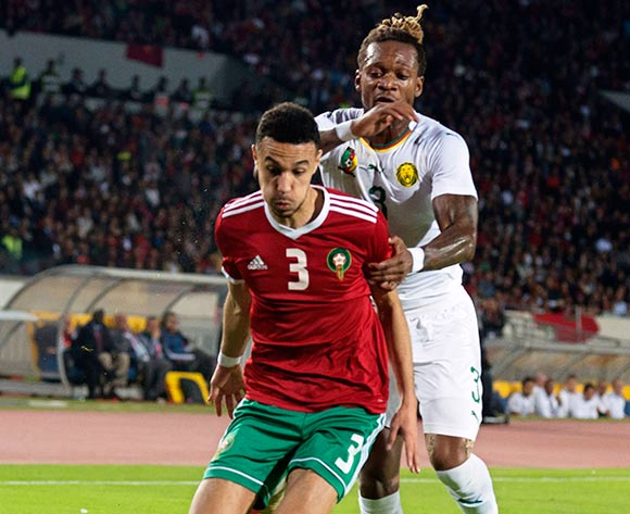epa07171252 Morocco's Noussair Mazraoui (L) in action against Cameroon's Gaetan Bong (R) during the Africa Cup of Nations (AFCON) 2019 qualifying soccer match between Morocco and Cameroon in Casablanca, Morocco, 16 November 2018.  EPA/JALAL MORCHIDI
