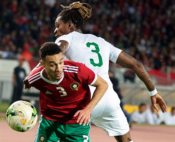 epa07171261 Morocco's Noussair Mazraoui (L) in action against Cameroon's Gaetan Bong (R) during the Africa Cup of Nations (AFCON) 2019 qualifying soccer match between Morocco and Cameroon in Casablanca, Morocco, 16 November 2018.  EPA/JALAL MORCHIDI
